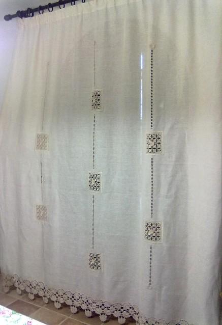 Bordure All Uncinetto Per Tende.Tenda Di Lino A Trama Larga Con Quadrati Punto Antico E Bordura Uncinetto
